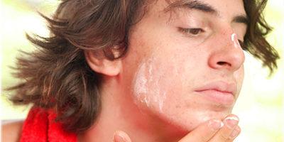 Jongen Acne, tieneracne, acnebehandeling, mannelijke acne en puberteit